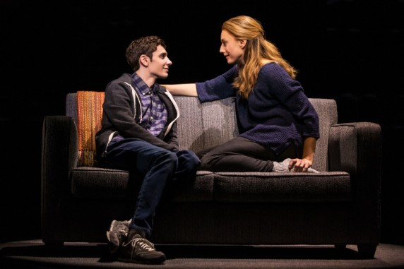 4_-_Ben_Levi_Ross_as_Evan_Hansen_and_Jessica_Phillips_as_Heidi_Hansen_in_the_First_North_American_Tour_of_Dear_Evan_Hansen._Photo_by_Matthew_Murphy._2018